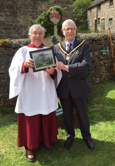 George Maxwell receives his Community Award from Cllr Flitter